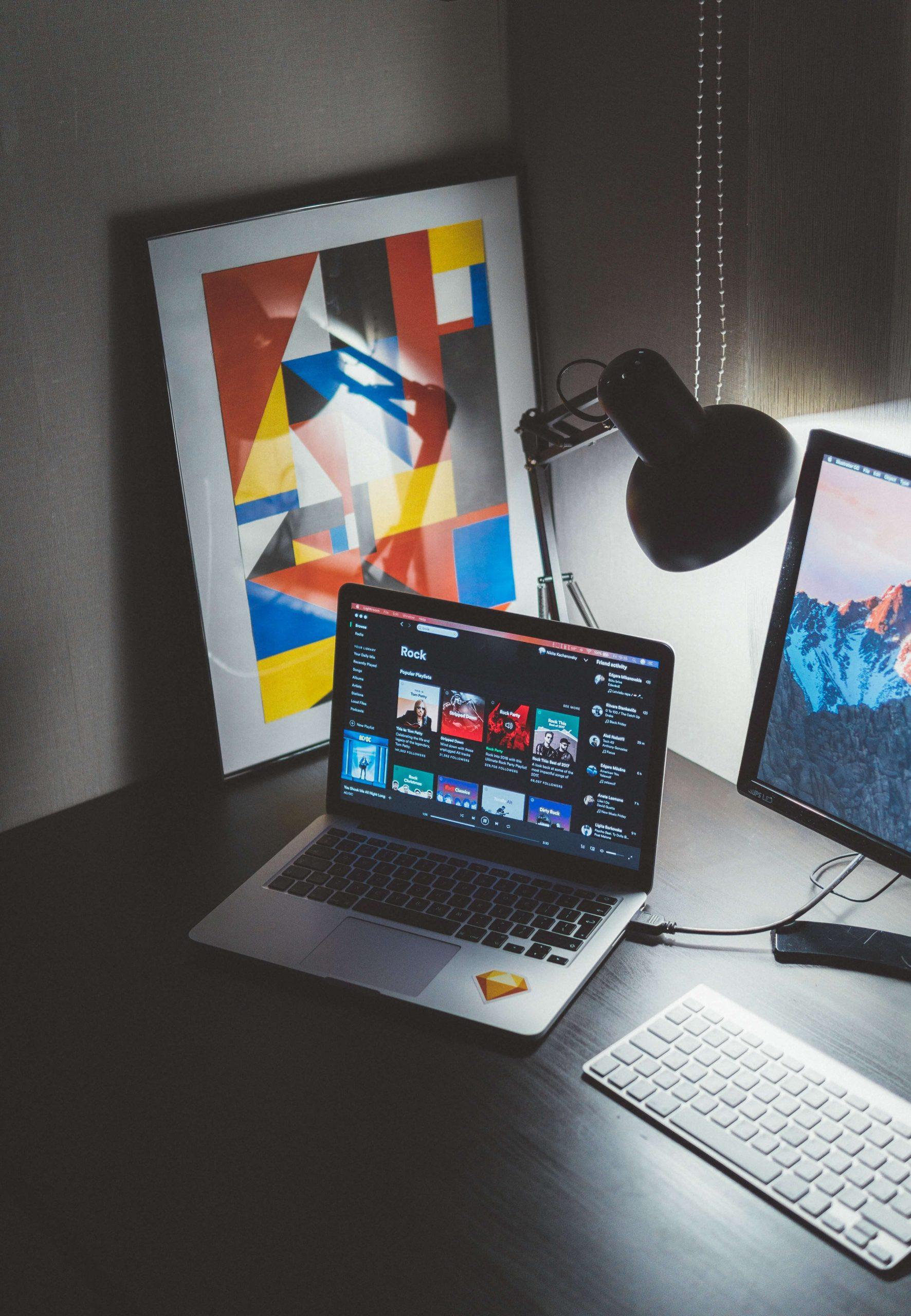Design grafica, Elemnte de design grafic precum: Logo, cărți de vizită, materiale promoțional, cataloage, bannere, cover rețele sociale, elemente grafice, newsletter, etc.